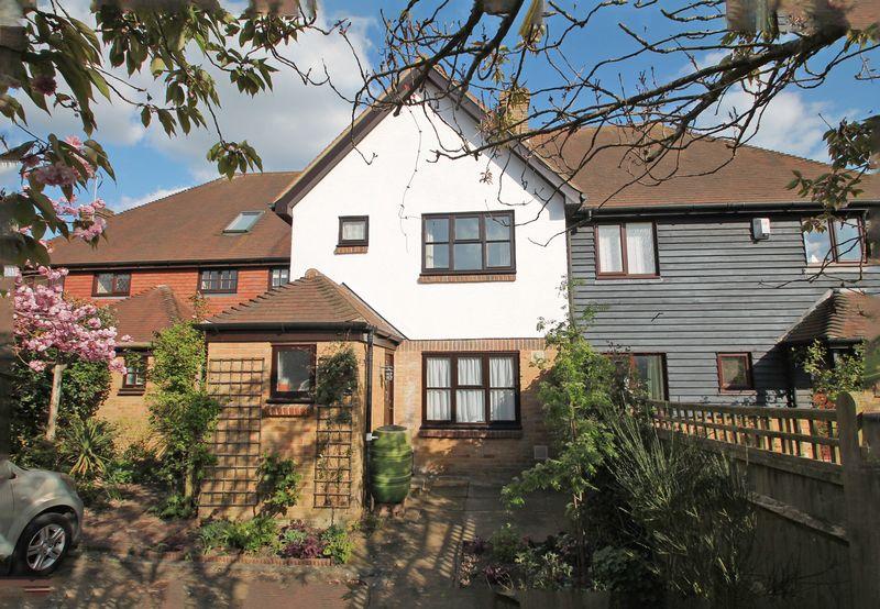 2 Bedrooms Semi Detached House for sale in Morley Drive, Horsmonden