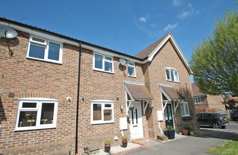 2 Bedrooms Property for sale in Buttercup Close, Paddock Wood