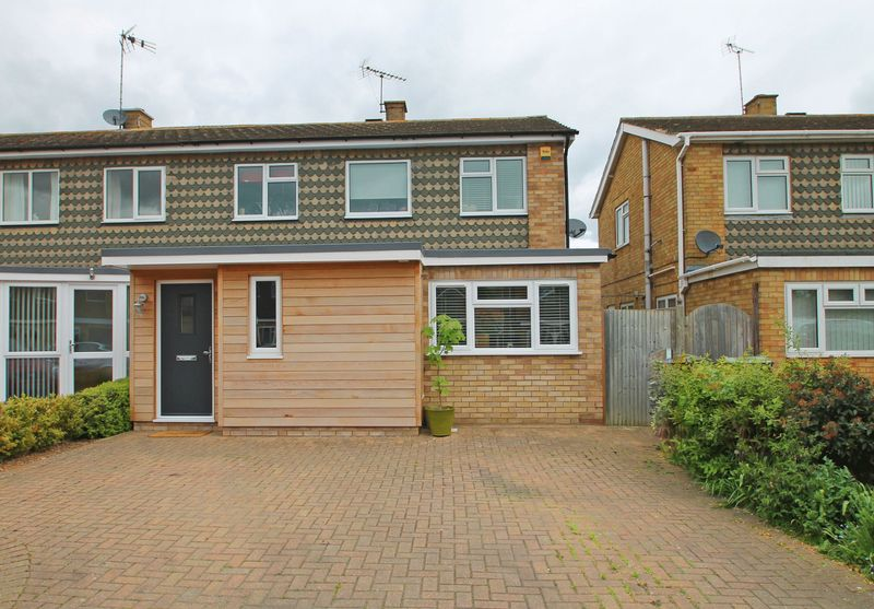 3 Bedrooms Semi Detached House for sale in Crown Acres, East Peckham