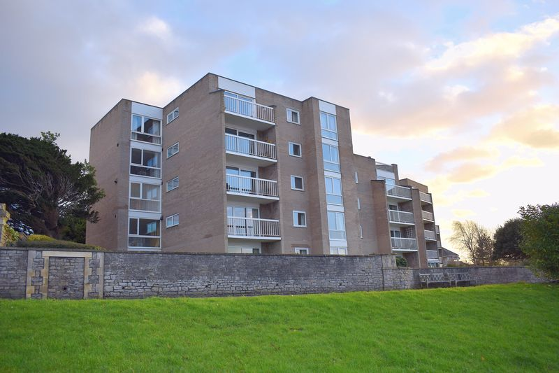 """2 Bedrooms Flat for sale in Two bedroom apartment situated in the 'Oaklands development"""""""