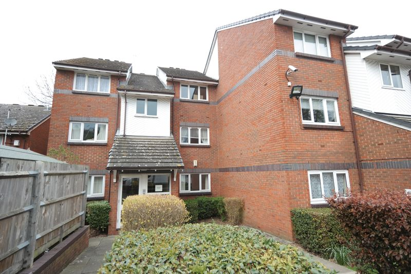 1 Bedroom Flat for sale in Matchless Drive, Shooters Hill, SE18 4JA