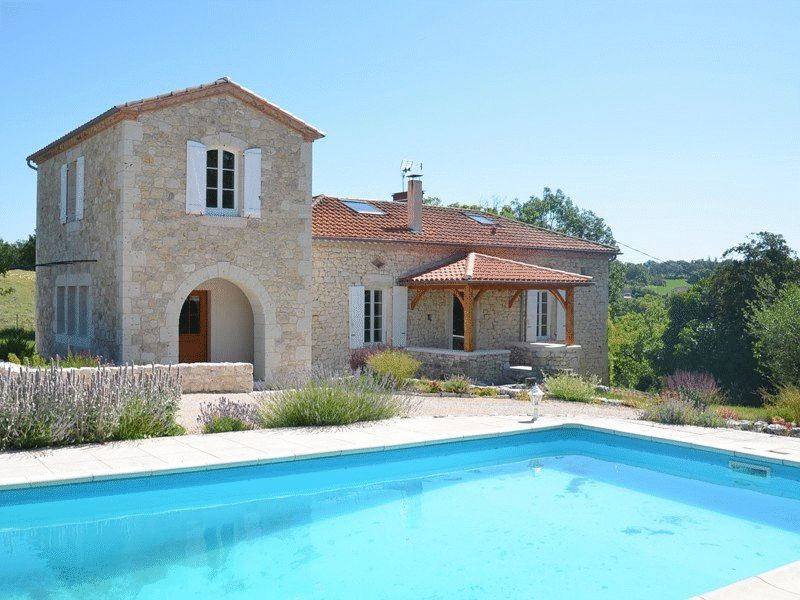 Stone  house with panoramic views, with outbuildings to renovate