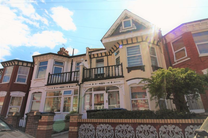 4 Bedrooms Terraced House for sale in Melbourne Avenue, Parmers Green, N13