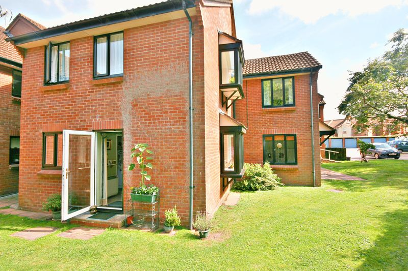 1 Bedroom Retirement Property for sale in Drakes Close, Bridgwater