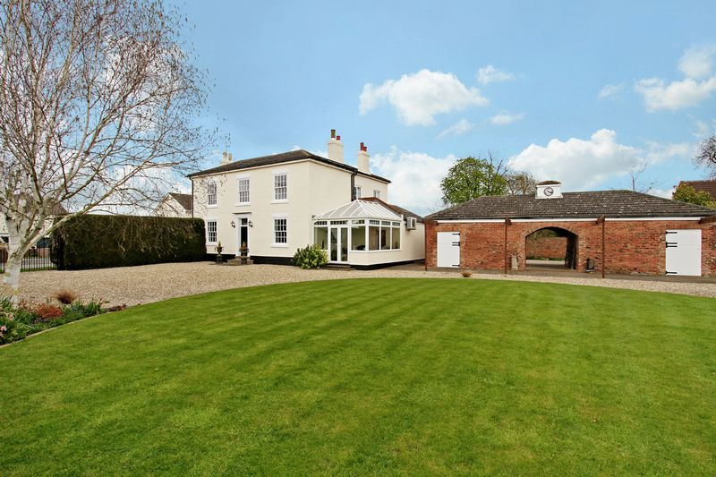 5 Bedrooms Detached House for sale in Brackenhill Road, East Lound, Doncaster, DN9