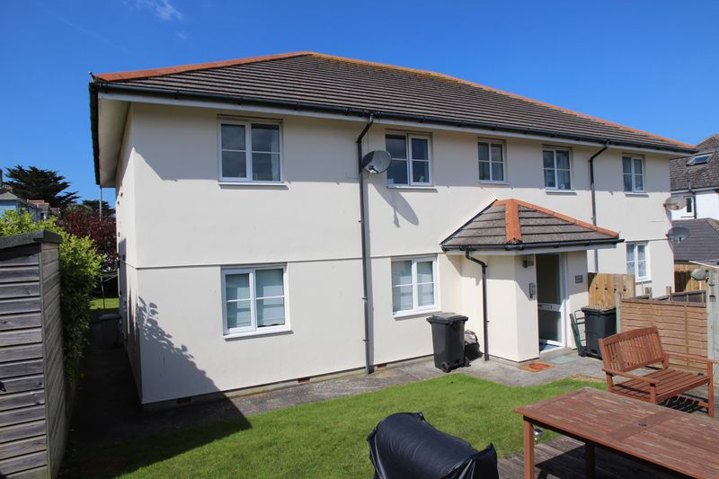 2 Bedrooms Flat for sale in Porth Way, Newquay