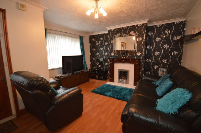 3 Bedrooms Terraced House for sale in Aviary Place, Leeds