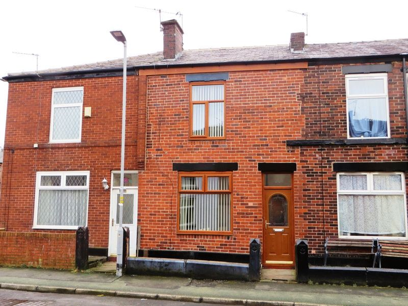 2 Bedrooms Terraced House for sale in Victoria Street, Radcliffe, M26 3AY