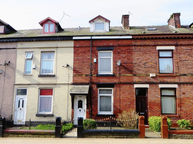 2 Bedrooms Terraced House for sale in Ainsworth Road, Radcliffe M26 4EE