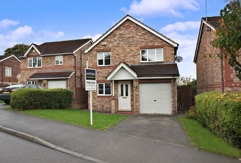 3 Bedrooms Detached House for sale in Hazel Grove, Pontefract