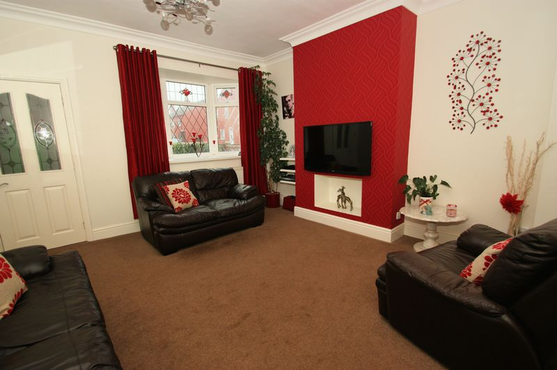 3 Bedrooms Terraced House for sale in Charleville, South Elmsall