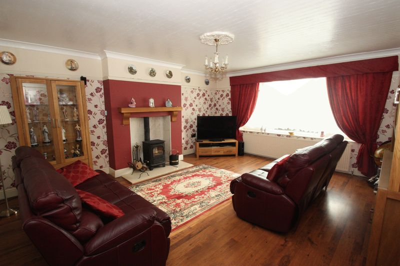3 Bedrooms Semi Detached House for sale in Weeland Road, Knottingley