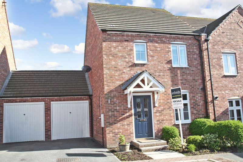3 Bedrooms Semi Detached House for sale in Lords Chase, Pontefract