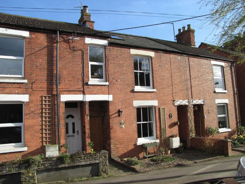 3 Bedrooms Terraced House for sale in New Road,