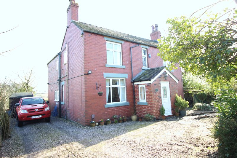 3 Bedrooms Detached House for sale in New Street, Biddulph Staffordshire