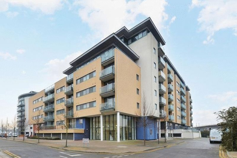 1 Bedroom Flat for sale in Basin Approach, London