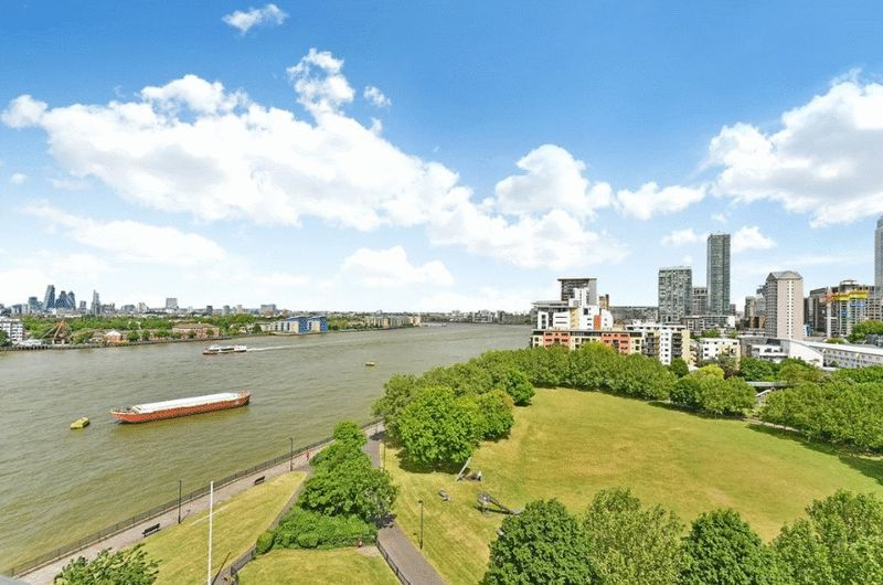 3 Bedrooms Flat for sale in Arnhem Place, London