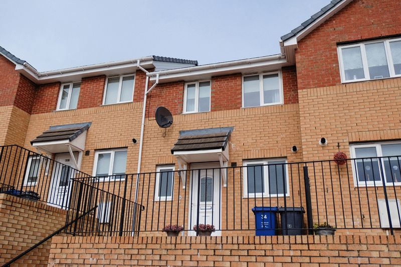 2 Bedrooms Terraced House for sale in Strathcarron Green, Paisley