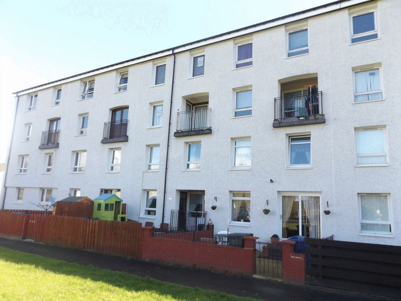 3 Bedrooms Flat for sale in Kintyre Avenue, Linwood