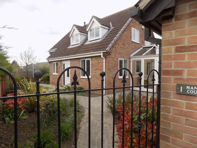 3 Bedrooms Detached House for sale in Station Road, Walkeringham