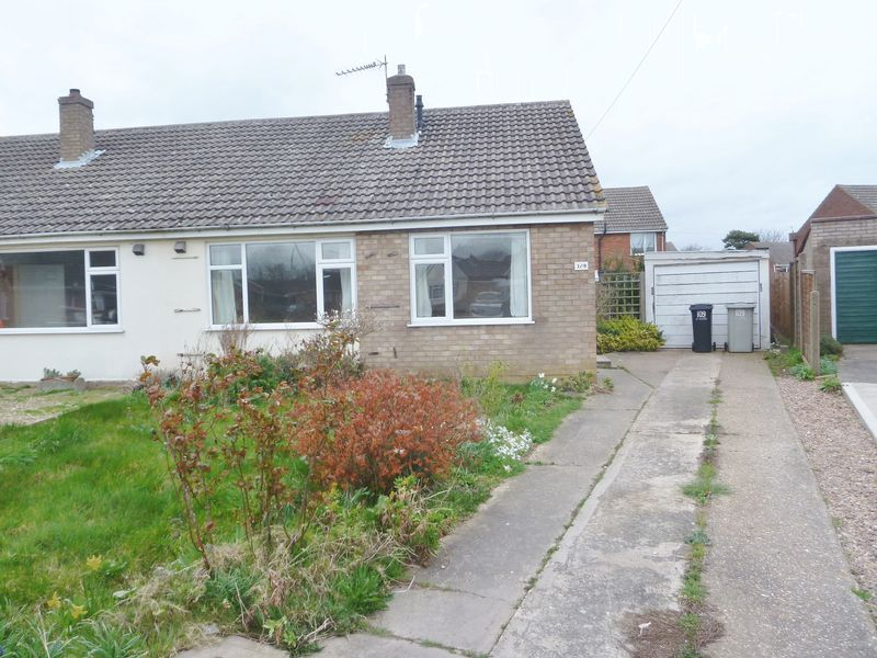 2 Bedrooms Semi Detached Bungalow for sale in Chauntry Road, Alford