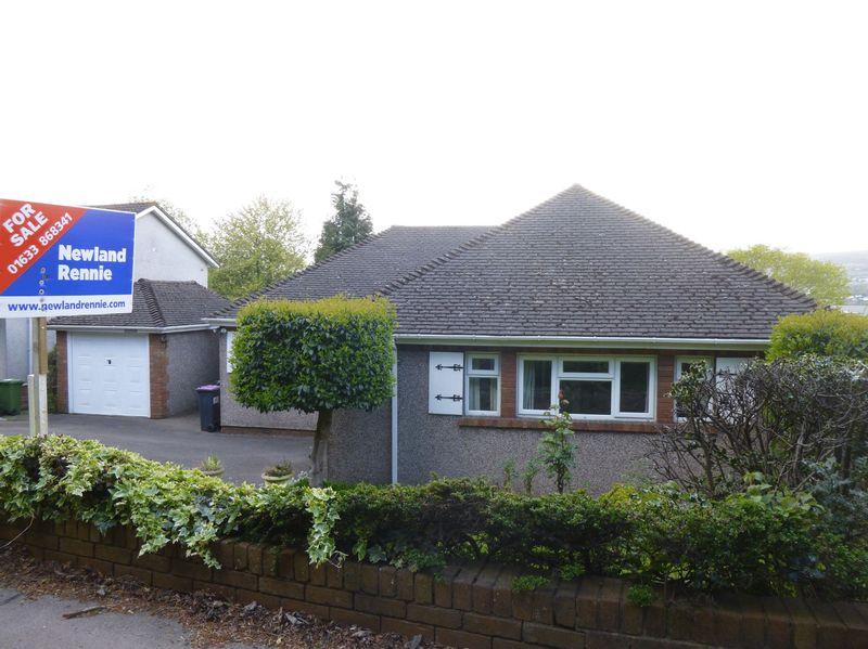 3 Bedrooms Detached Bungalow for sale in Caerleon Road, Llanfrechfa, Cwmbran