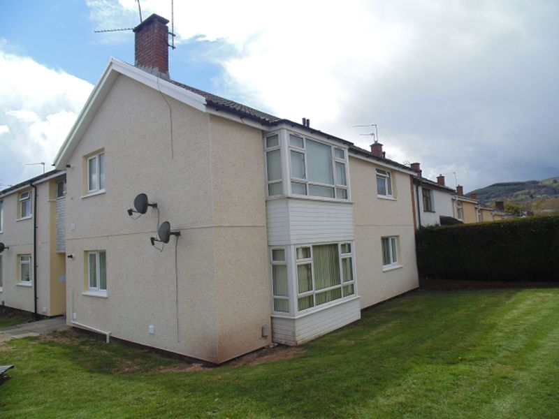 2 Bedrooms Flat for sale in Ledbrook Close, St Dials. Cwmbran