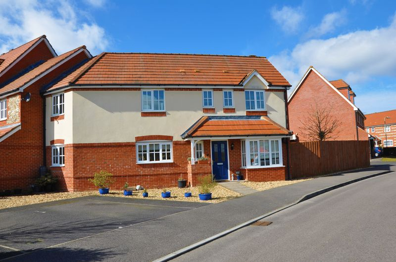 4 Bedrooms House for sale in Bluebell Close, Burghclere Down, Andover