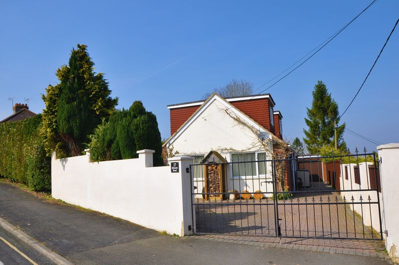 5 Bedrooms Detached House for sale in Belmont Road, Andover