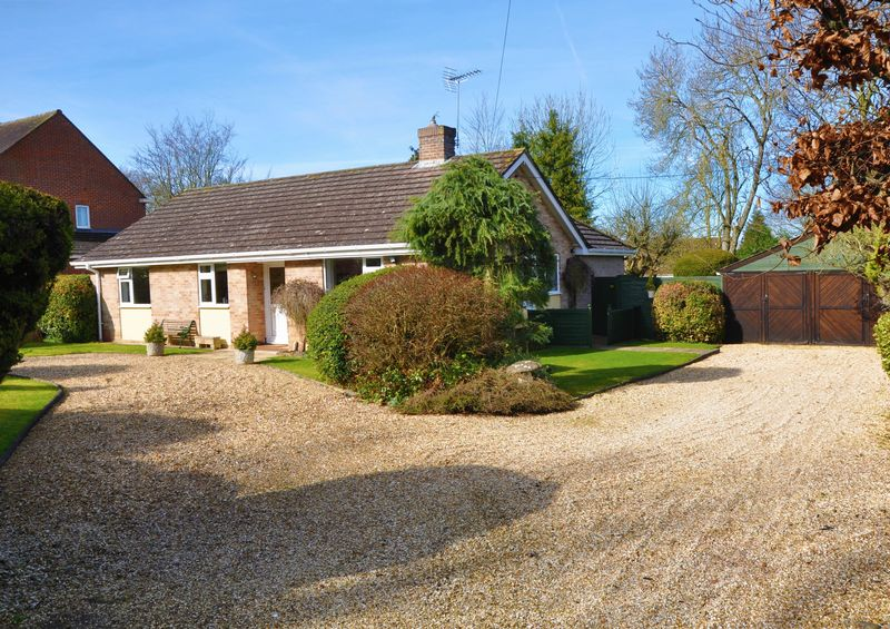 3 Bedrooms Detached Bungalow for sale in Salisbury Road, Abbotts Ann