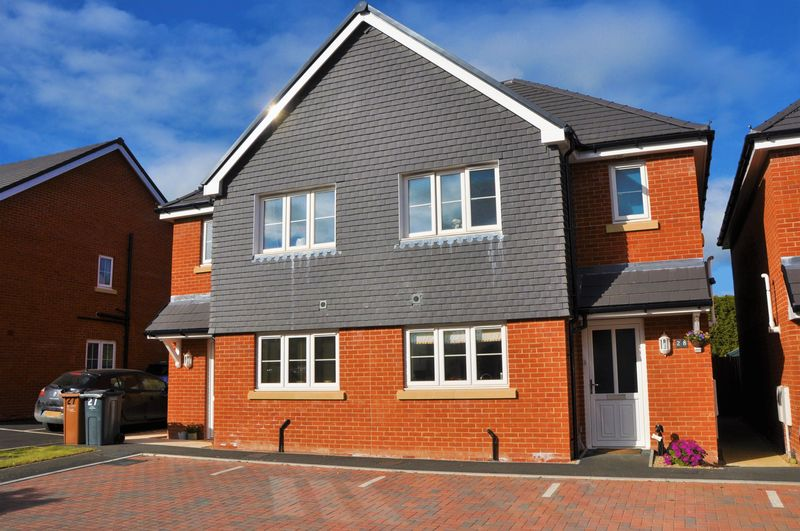 3 Bedrooms Semi Detached House for sale in Steeplechase Rise, Picket Twenty