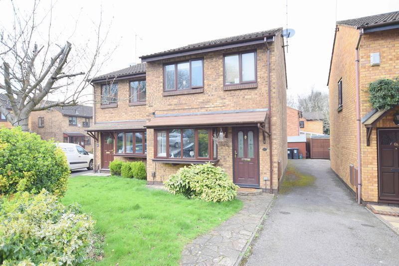 3 Bedrooms Semi Detached House for sale in Hunters Oak, Hemel Hempstead