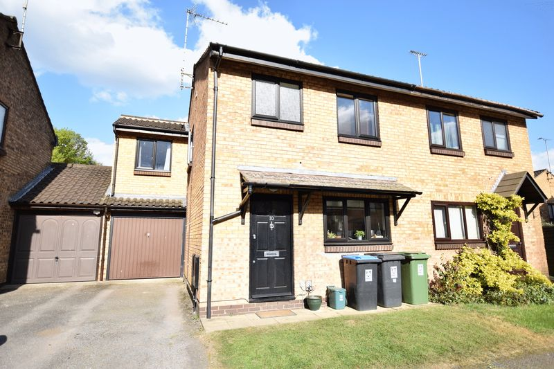 4 Bedrooms Semi Detached House for sale in EXTENDED four bedroom semi in HUNTERS OAK