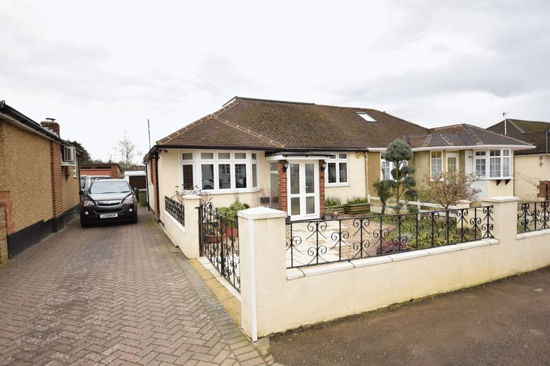 3 Bedrooms Semi Detached Bungalow for sale in Adeyfield Gardens, Hemel Hempstead