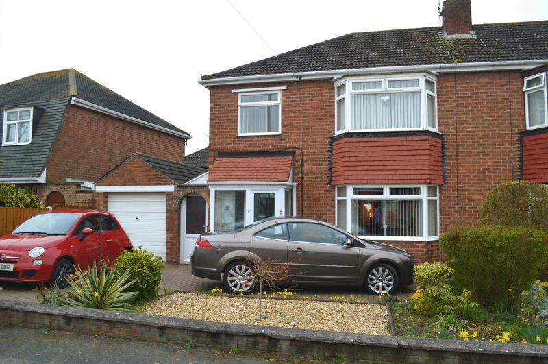 3 Bedrooms Semi Detached House for sale in Wharfedale Drive, North Hykeham