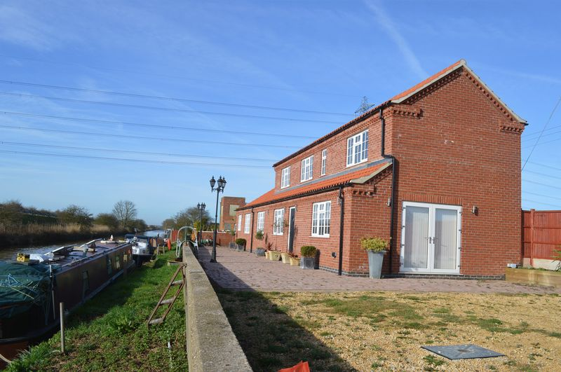 3 Bedrooms Detached House for sale in West Bank, SAXILBY