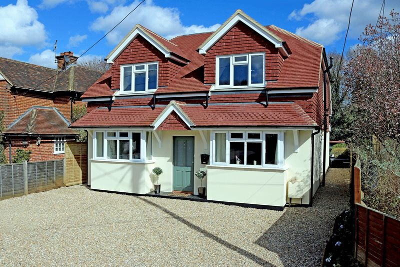 5 Bedrooms Detached House for sale in Witley