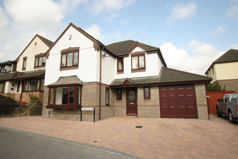4 Bedrooms Detached House for sale in Foxglove Way, Latchbrook