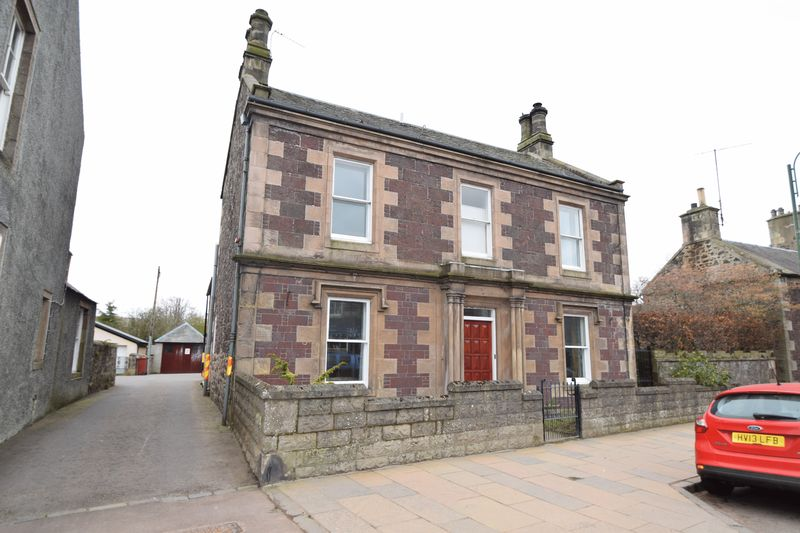 3 Bedrooms Detached House for sale in 32 High Street, Biggar