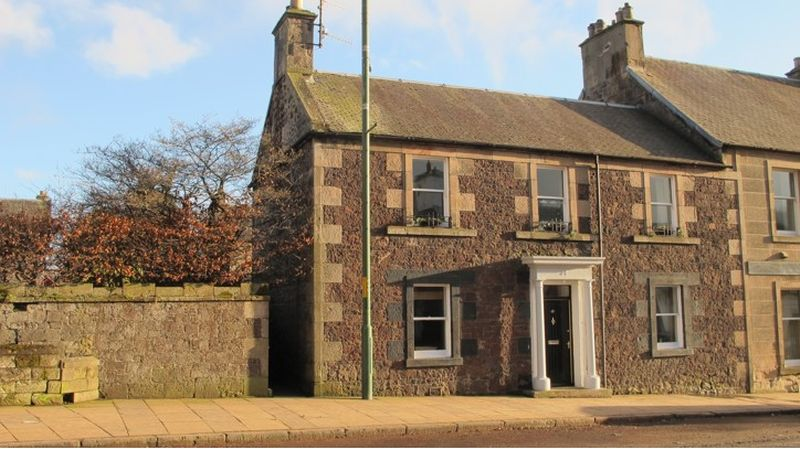 3 Bedrooms Property for sale in 30 High Street, Biggar