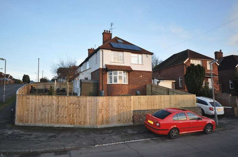 3 Bedrooms Detached House for sale in West Drive, High Wycombe