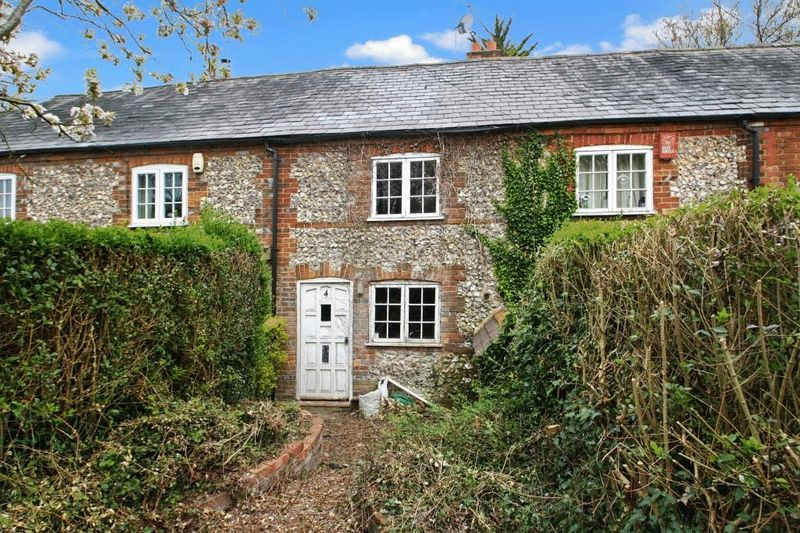 2 Bedrooms Terraced House for sale in Totteridge Common Cottages, High Wycombe