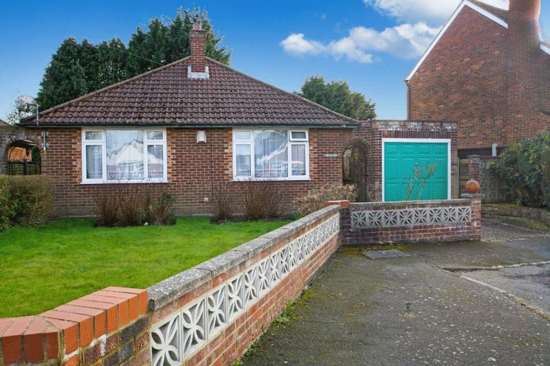 3 Bedrooms Detached Bungalow for sale in Graham Drive, High Wycombe
