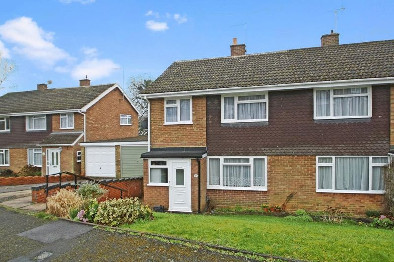 3 Bedrooms Semi Detached House for sale in South View, High Wycombe