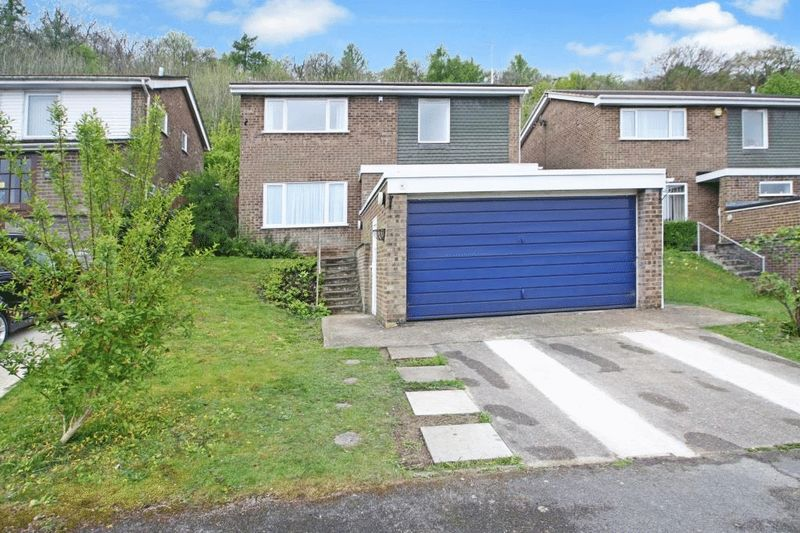 4 Bedrooms Detached House for sale in The Briars, High Wycombe