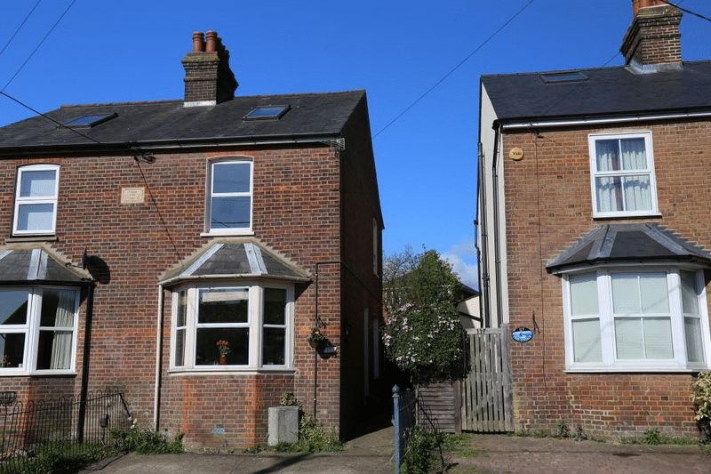 3 Bedrooms Semi Detached House for sale in Littleworth Road, Downley, High Wycombe