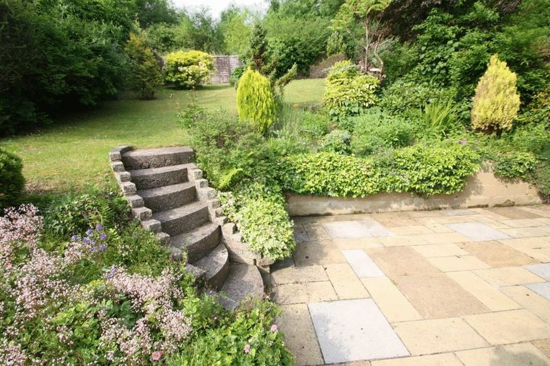 Landscape Gardening High Wycombe : Dean garden rise high wycombe hp bed semi