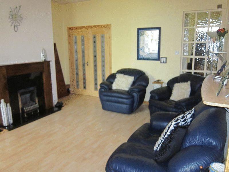 2 Bedrooms Terraced House for sale in Hillcrest Road, Castleton, Rochdale OL11 2QB