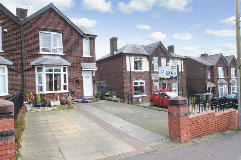 3 Bedrooms Semi Detached House for sale in Brotherod Hall Road, Rochdale OL12 7ED