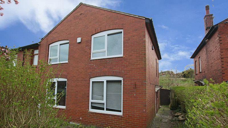 3 Bedrooms Terraced House for sale in Calder Avenue, Littleborough OL15 9JE